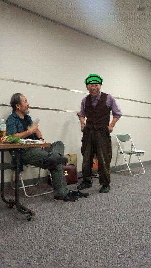 右が畑さん。帽子を外した頭は『月の裏側』だから見せられない、と言うので帽子をかぶせてみました。ニコニコ。